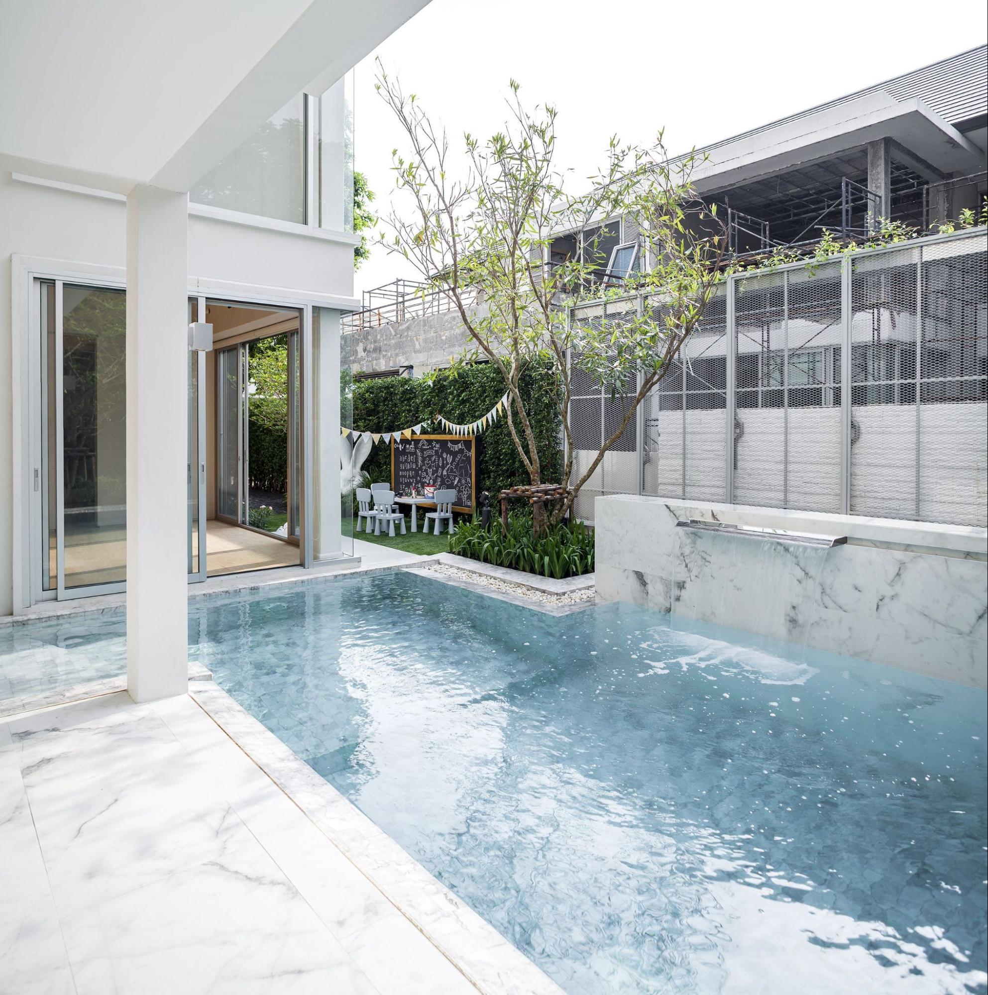 Statuario Marble Tiles In Pool Area